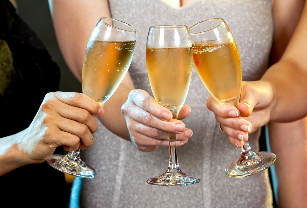 How To Drink Champagne Like An Expert photo
