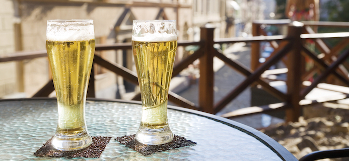 beer on table, Best alcohol free beers by Healthista.com