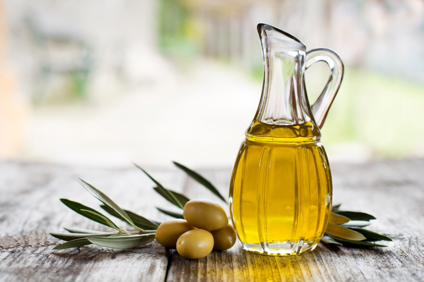 Olive oil and olives, superfoods for your skin, by healthista.com