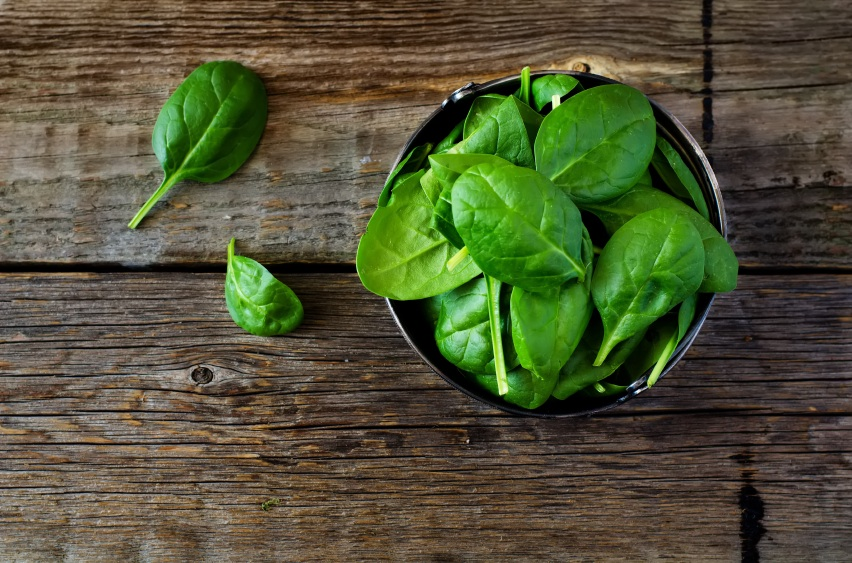 spinach, superfoods for your skin, by healthista.com