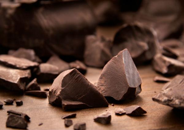 stress reducing food. chocolate. healthista.com
