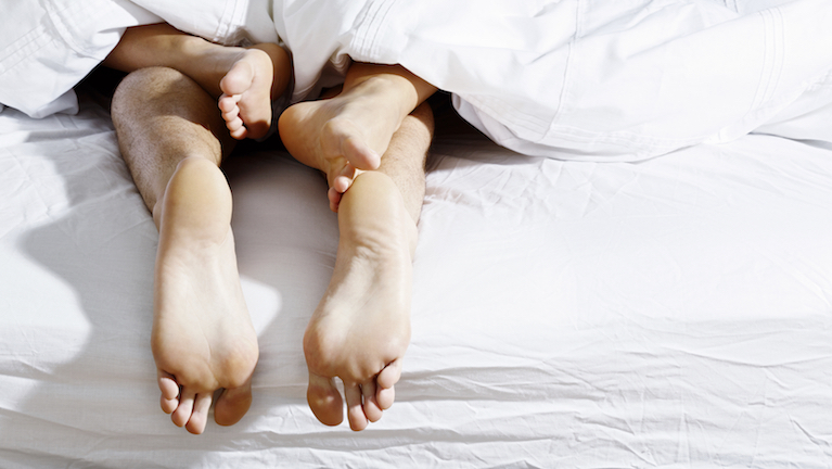 couple feet in bed, tips to get pregnant, by healthista.