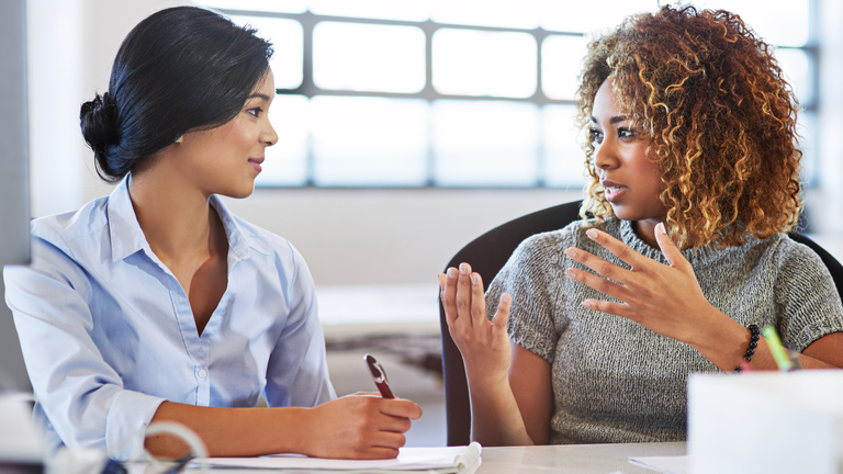 women-talking-how-to-be-an-effective-female-leader-by-healthista