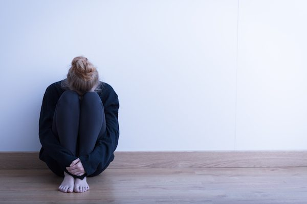 sad-lady-crowching-what-not-to-say-to-someone-who-is-suicidal-by-healthista.com