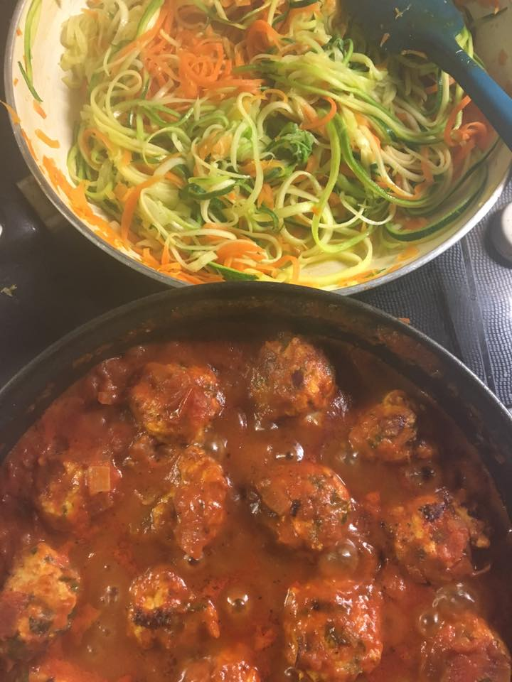 ... Healthy For Beginners: Herbed turkey meatballs with courgetti pomodoro