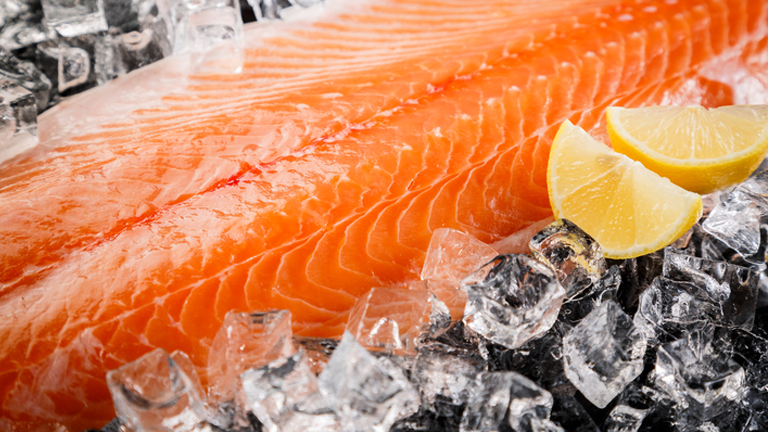 salmon on ice, what to eat for better skin by healthista