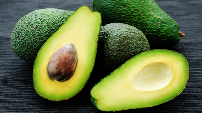 Avocadoes, what to eat for ageing skin by healthista.com