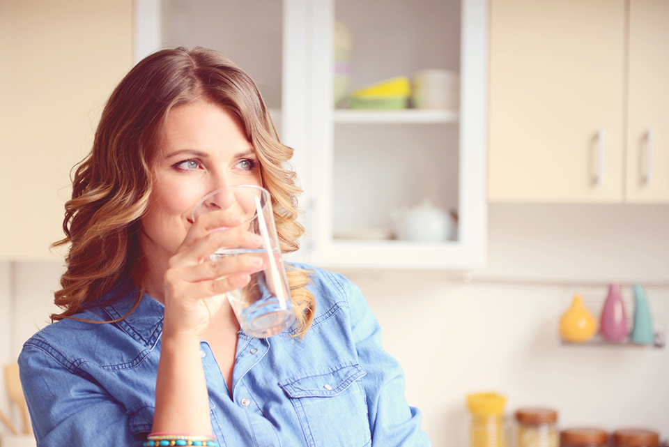 woman drinking water, 7 myths about urinary incontinence by healthista
