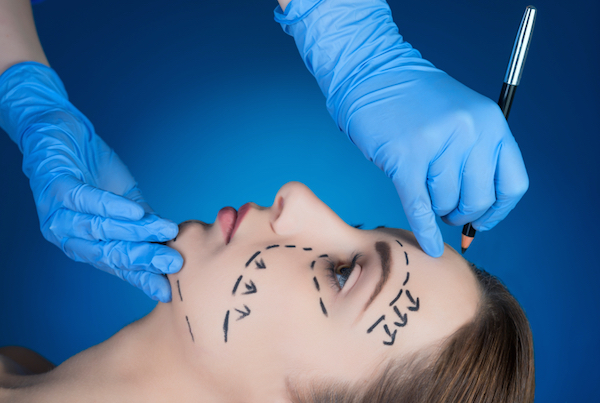 woman-surgery-7-beauty-trends-that-can-damage-your-health-by-healthista.com