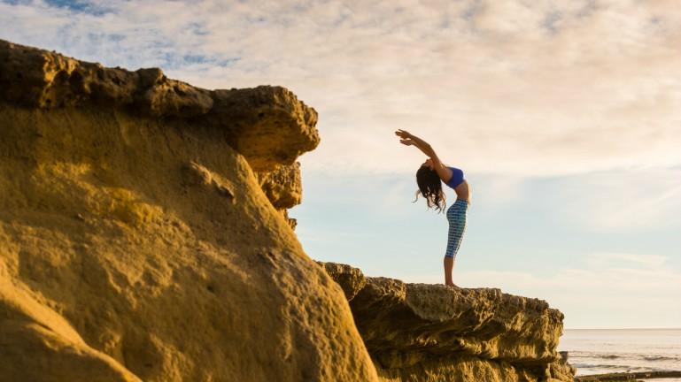 yoga-by-the-beachSPA-TREKKER-Silver-Islandby-healthista.com-main-image.jpg