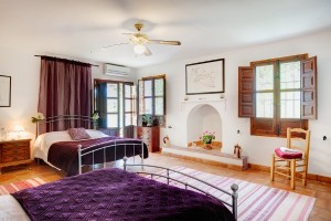 Kaliyoga-Spain-bedroom-300x200