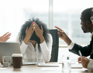 8-ways-to-deal-with-a-bully-at-work-FEATURE