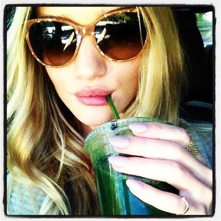 rosie_huntington_whiteley_green_juice