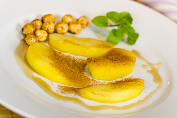 Fresh Compote of Pears with roasted hazelnut,Honey