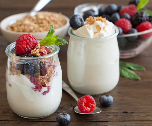 yoghurt-with-toppings-best-snacks-not-fruit-by-healthista.com