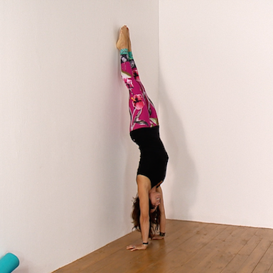 Genny performing handstand, Expert tip of the week with Genny Wilkinson-Priest, by Healthista.com
