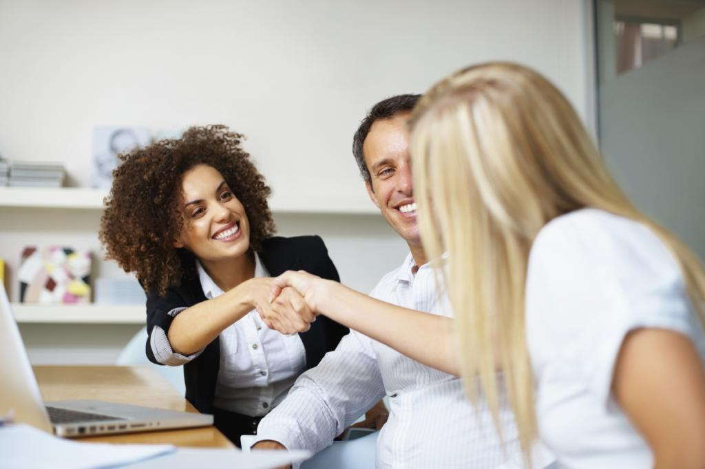 handshake-7-secrets-of-wome-who-love-their-jobs-by-healthista.com