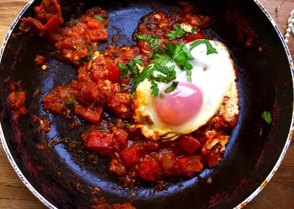 shakshuka-paleo-breakfast-by-healthista.com