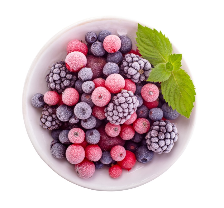 Frozen berries in a bowl, 5 healthy dishes under a fiver, by Healthista.com