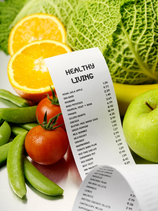 Shopping list with 'Healthy living' typed on it surrounded by fruit and veg, 5 healthy dishes under a fiver, by Healthista.com