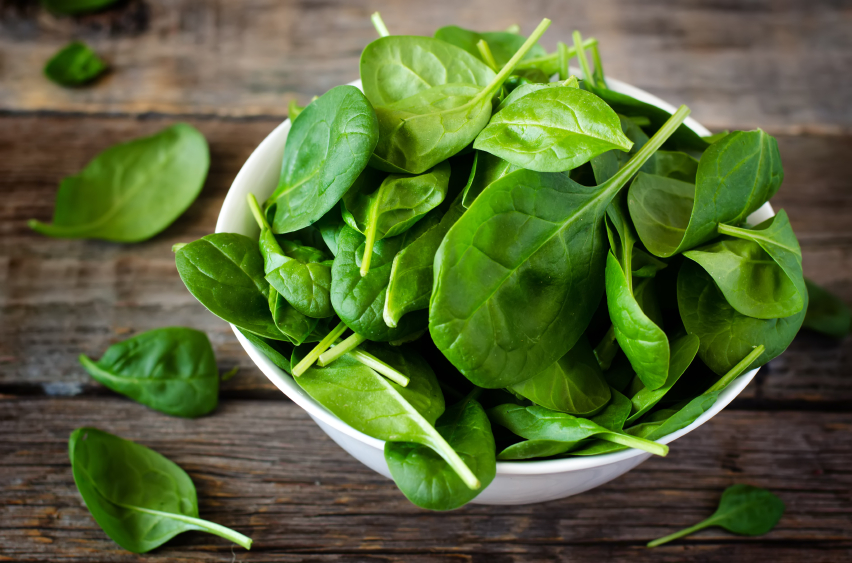 spinach in glass bowl, grocery list to help fight fatigue by healthista.com