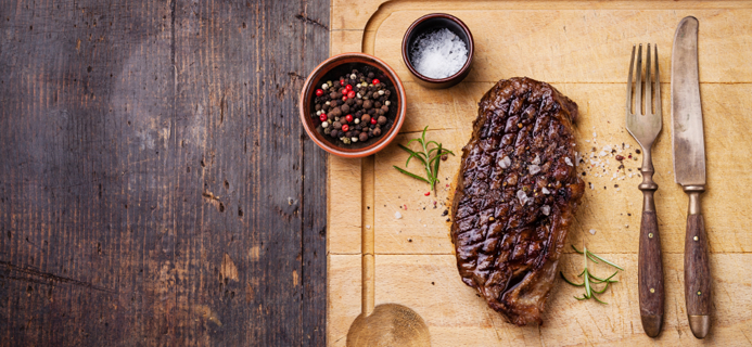 steak sald and pepper, are you getting enough iron in your diet by healthista.com