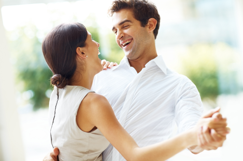 happy-dancing-couple-why-do-we-dance-by-healthista.com