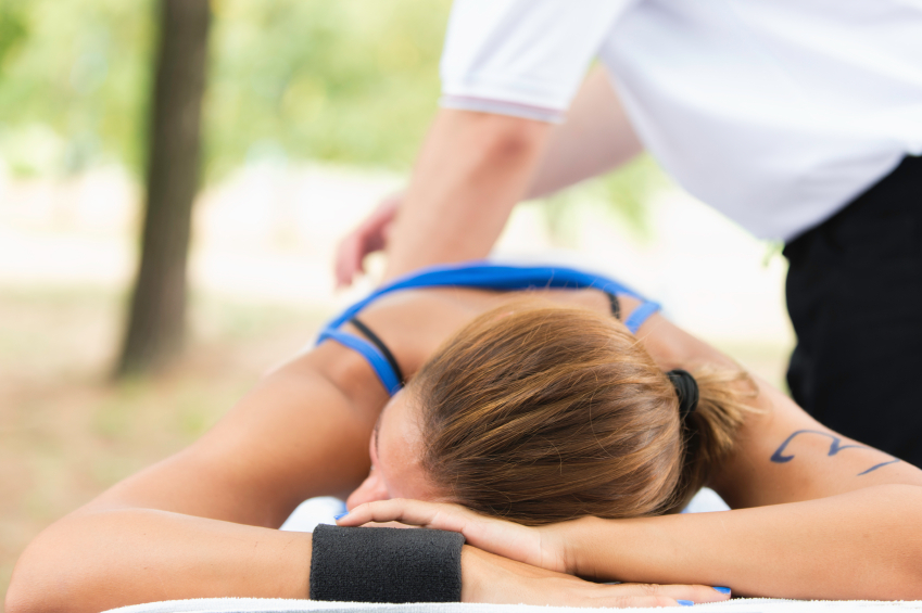 runner-getting-sports-massage-whats-really-causing-your-lower-back-pain-by-Healthista.com