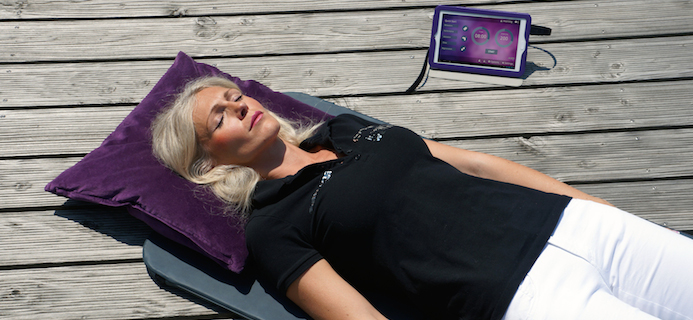 slider-lady-lying-on-omnium-pad-electromagnetic-therapy-by-healthista.com