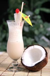 Pina colada, oil pulling, by healthista.com