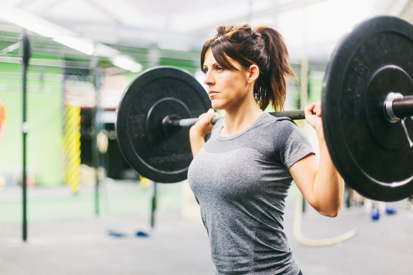 Young woman in crossfit sesion.