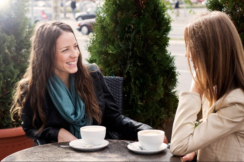 women talking, de stress conversation, by healthista