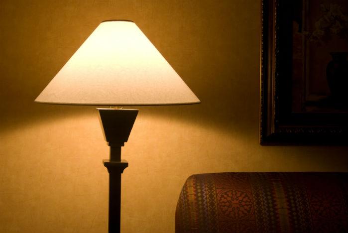 six sleep myths. dim lamp. healthista.com
