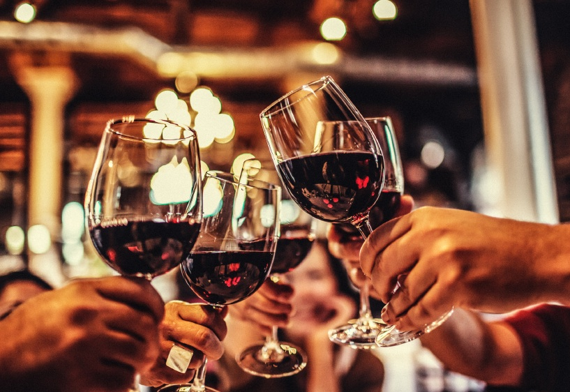 wine glass toast, 5 reasons to try organic wine, by healthista.com