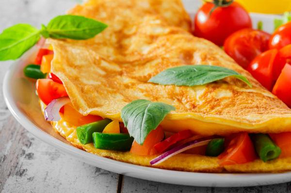 8 food myths omlette