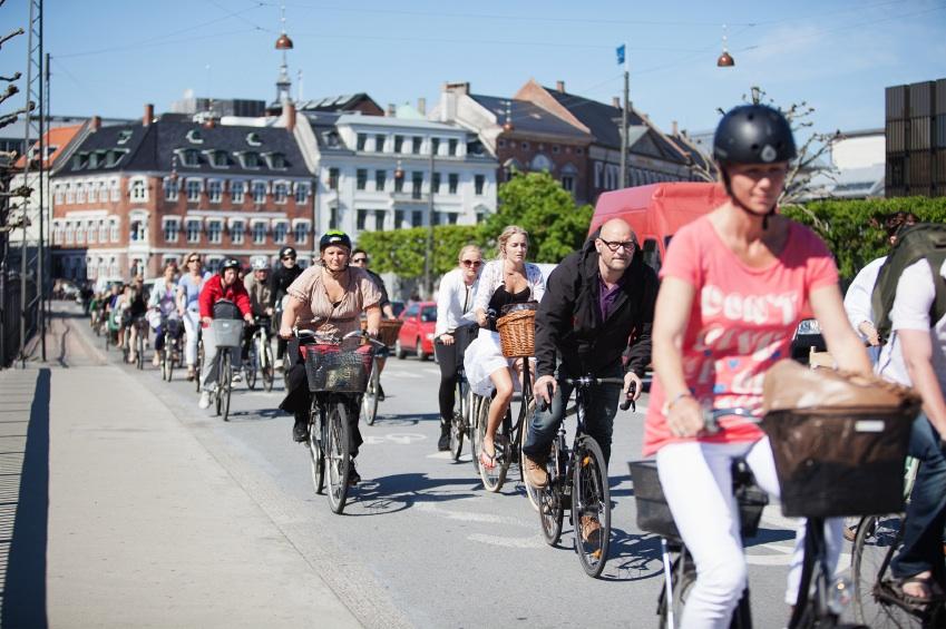 cycling in Copenhagen, healthy places in copenhagen, by healthista.com