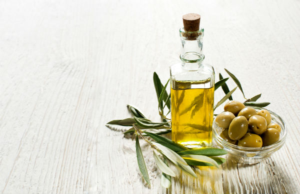 olive oil. 10 healthy oils. By Healthista