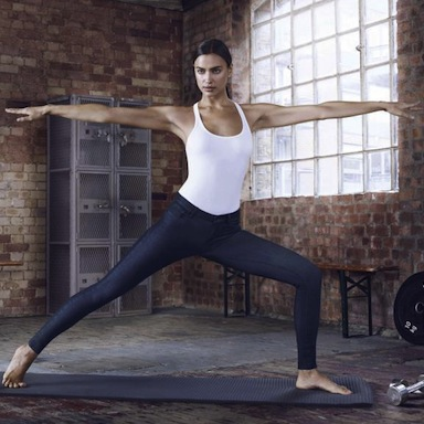 yoga andfitness model posing We love replay jeans by healthista