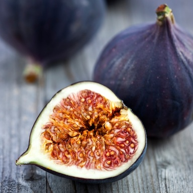 Figs on a wooden table, 9 aphrodisiac foods, by healthista