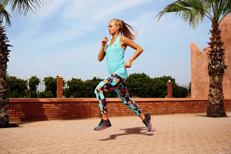 Girl running in tank top and leggings, fuzex review, by healthista