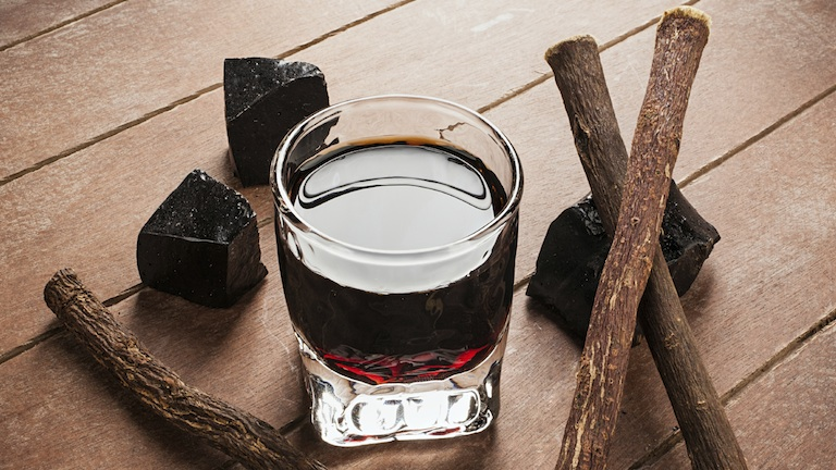 Licorice liqueur with pure blocks and roots, 9 aphrodisiac foods, by healthista