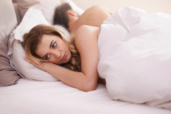 man and women in bed fighting do you need marriage bootcamp by healthista