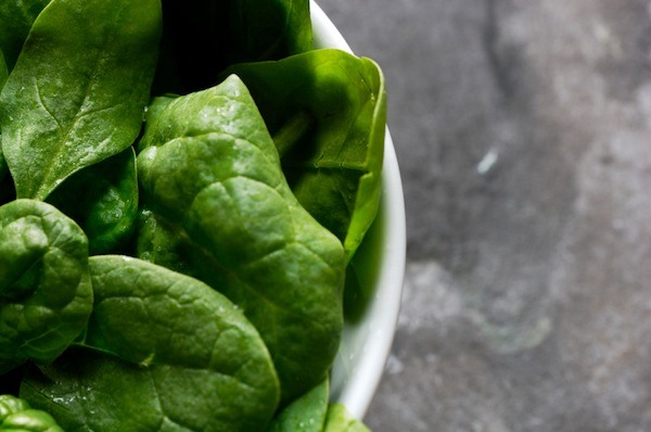 spinach, top 8 foods that boost energy, by healthista