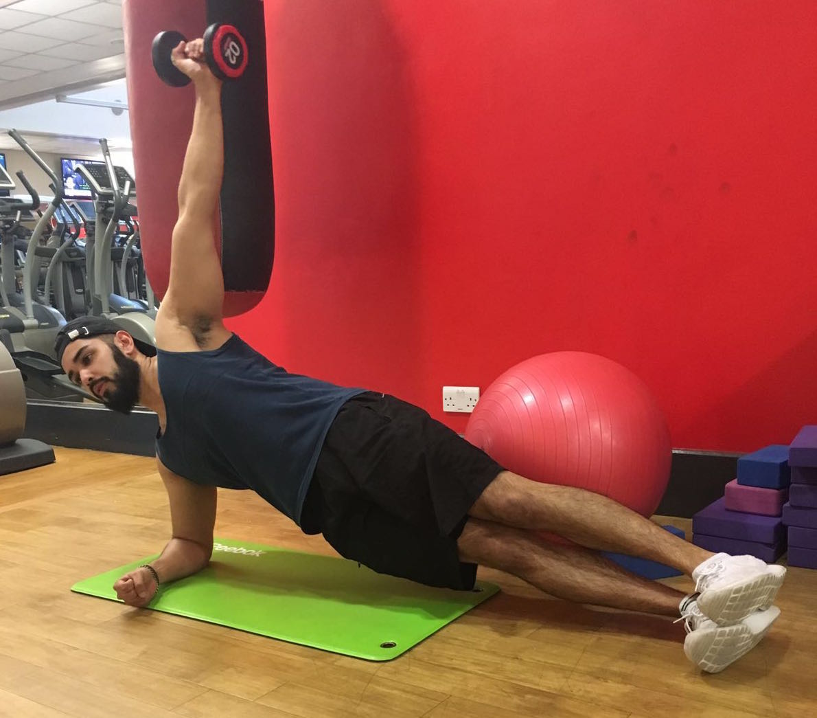 yousuf siddiqui side plank with lateral raise 8 moves that will change your body fast by healthista