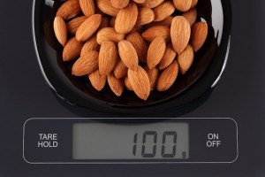 almonds, how to lose weight David Kingsbury, by healthista.com.jpg