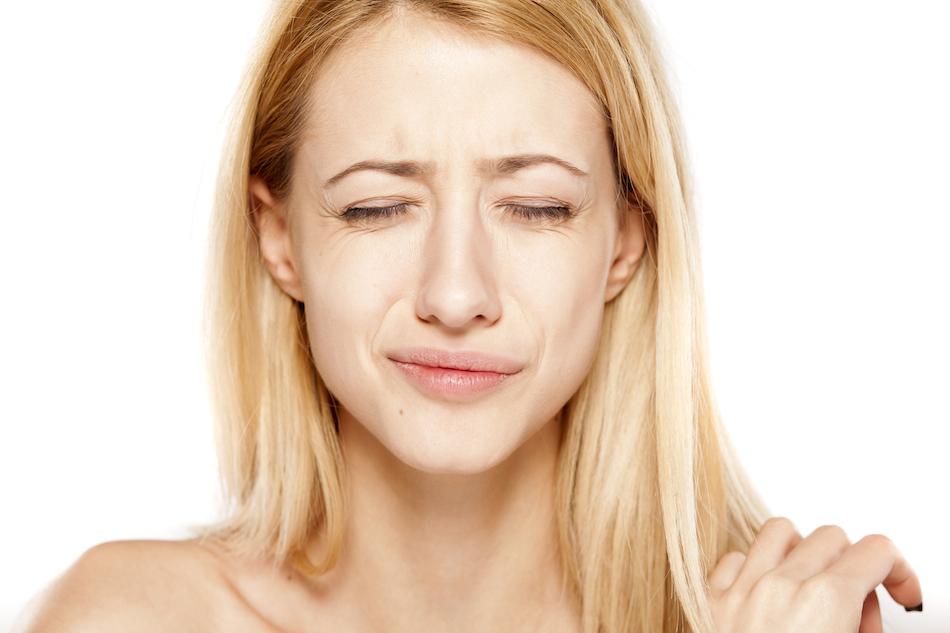 eye strain, 5 stress symptoms, by Healthista.com