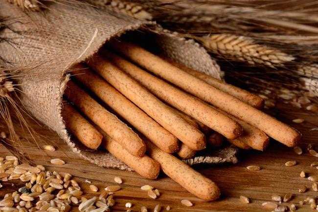 breadsticks, Best healthy snacks under 100 calories, by healthista.com