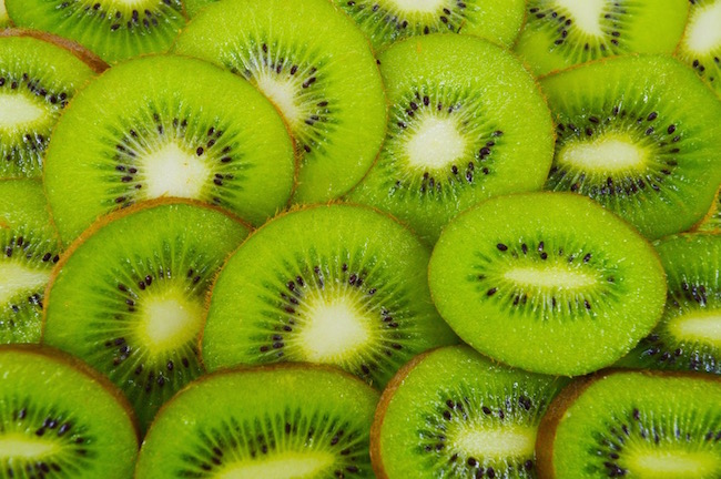 kiwis, best healthy snacks under 100 calories, by healthista.com