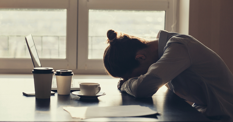 woman-tired-in-the-morning-how-to-make-your-body-clock-work-for-you-by-healthista.