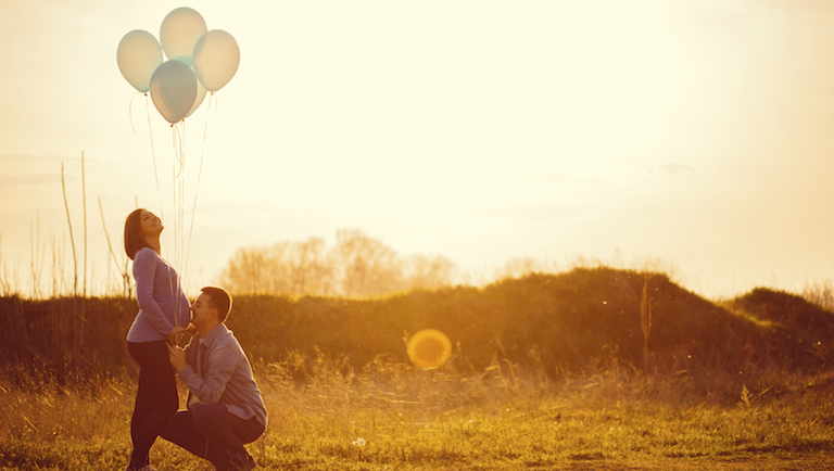 couple celebrating pregnancy, tips to get pregnant, by healthista.